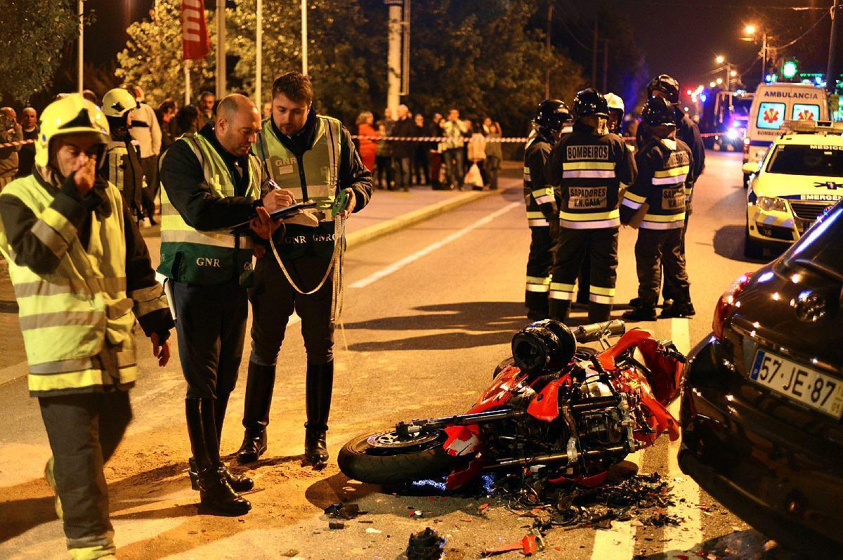 Acidente na EN109 em Arcozelo causa um morto