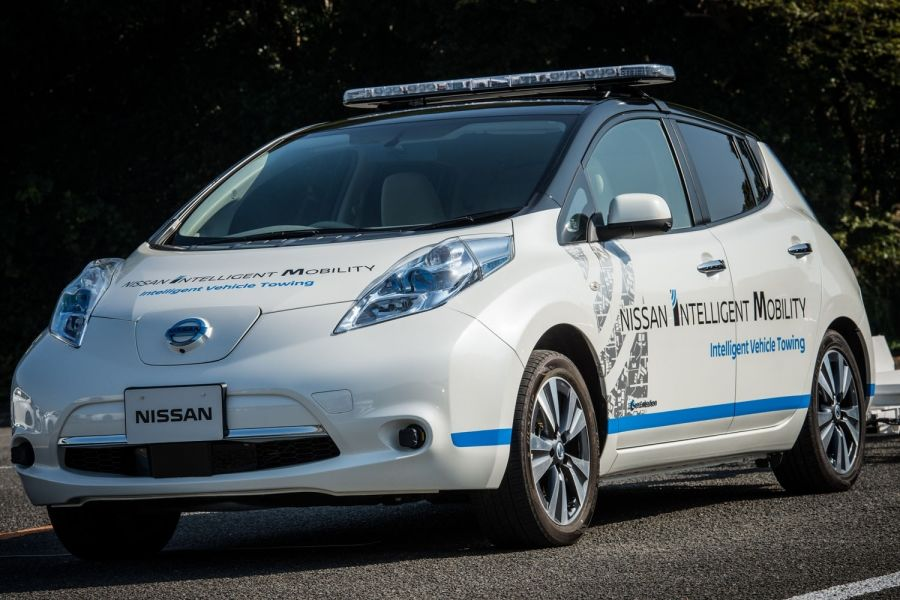 426165225_nissan_introduces_driverless_towing_system_at_oppama_plant-960×600