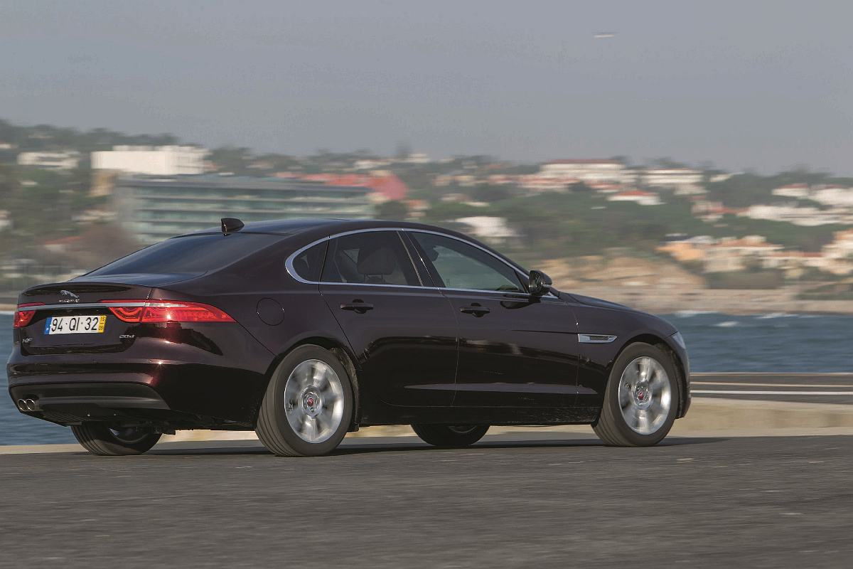 bmw-vs-jaguar-turbo-62