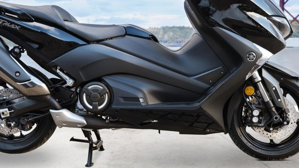 2017-yamaha-t-max-abs-eu-midnight-black-detail-002