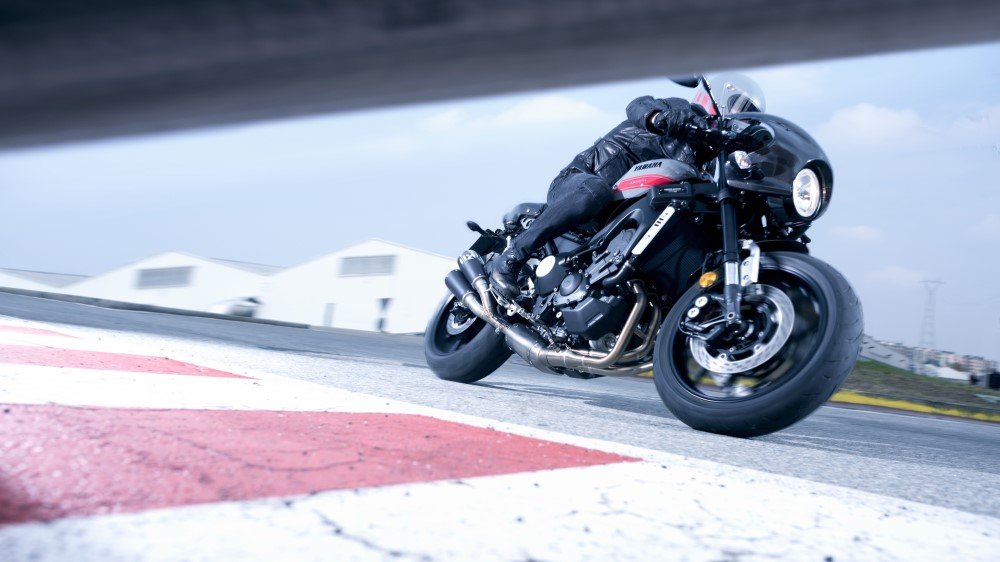 2017-yamaha-xsr900-abarth-eu-nimbus-grey-action-008
