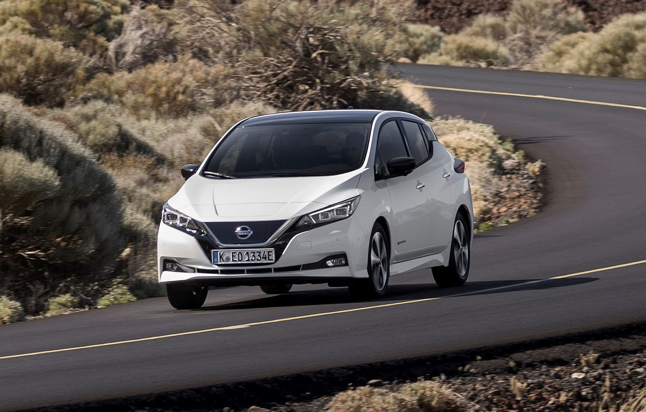 426214064_The_new_Nissan_LEAF_the_world_s_best_selling_zero_emissions_electric