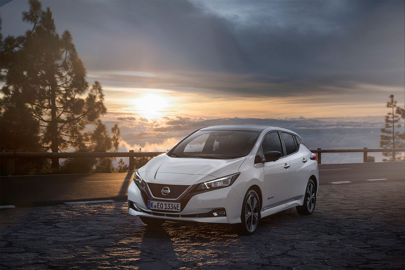 426214101_The_new_Nissan_LEAF_the_world_s_best_selling_zero_emissions_electric