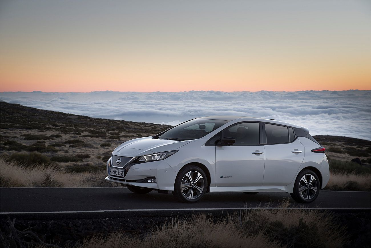 426214108_The_new_Nissan_LEAF_the_world_s_best_selling_zero_emissions_electric