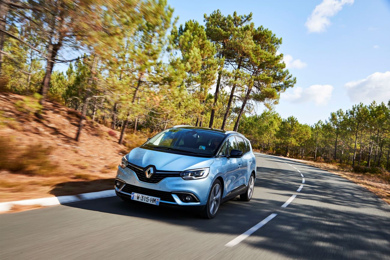 81448_2016_Drive_tests_New_Renault_GRAND_SCENIC_in_the_Bordeaux_region